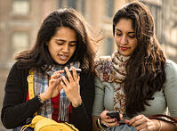 girls-with-mobile-phones